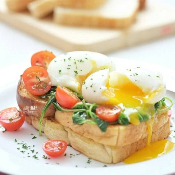 Spinach on Toast Bread with Soft Egg